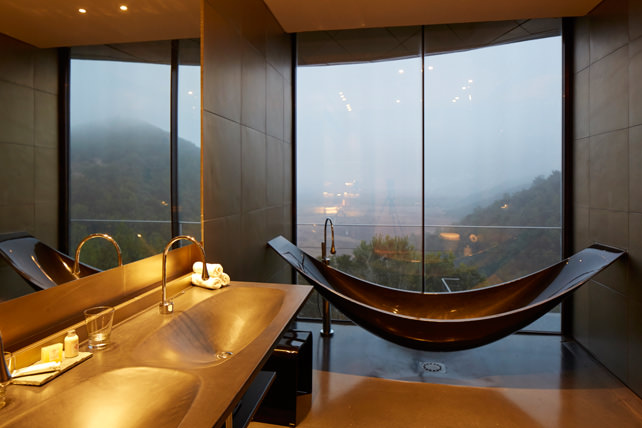 Bathtubs with a View - Luxury Travel - Vina Vik - Ker Downey
