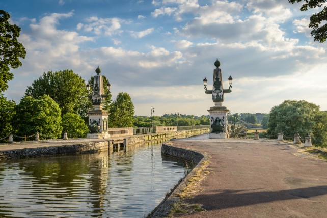 Chateaux of France - Loire Valley River Cruise – Ker & Downey-Canal