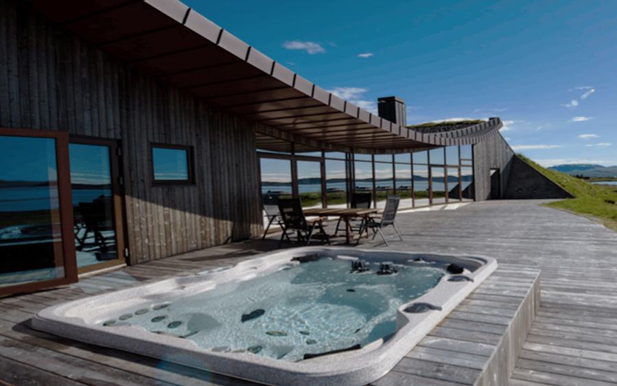 Private-Iceland-Luxury-Tour-Best-Iceland-Tour-Ker-Downey-Luxury-Lakeview-Private-House